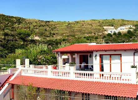 Appartamenti villa myremi ischia appartamento forio d for Appartamenti ischia