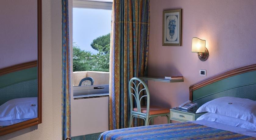 Carlo magno ischia hotel carlo magno ischia albergo for Soggiorni a ischia last minute